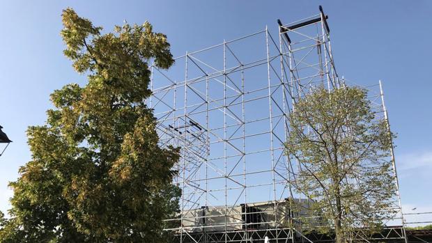 Una de las macroestructuras que se están montando para el macrofestival Amanecer Bailando