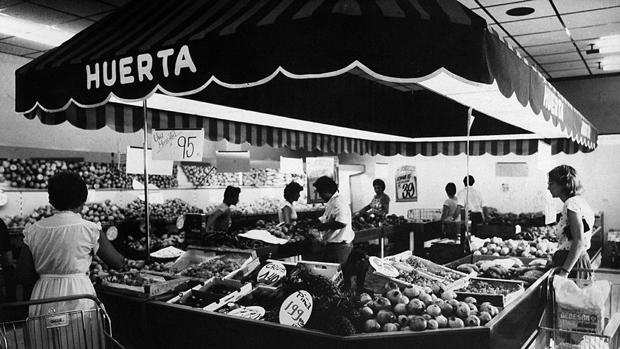 Imagen de la sección de Frutería de uno de los primeros supermercados de Mercadona