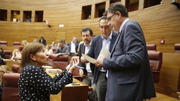 Imagen de archivo de Enric Morera e Isabel Bonig tomada en las Cortes Valencianas