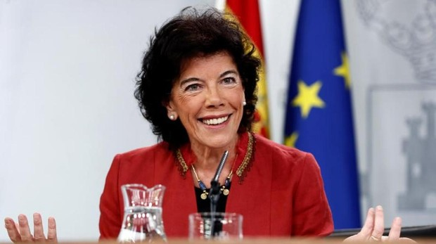 La portavoz del Gobierno, Isabel Celaá, durante la rueda de prensa posterior al Consejo de Ministros