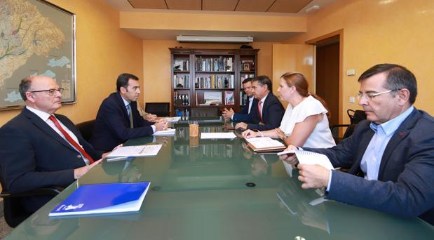 Un momento de la reunión celebrada en la sede de la CHT en Madrid