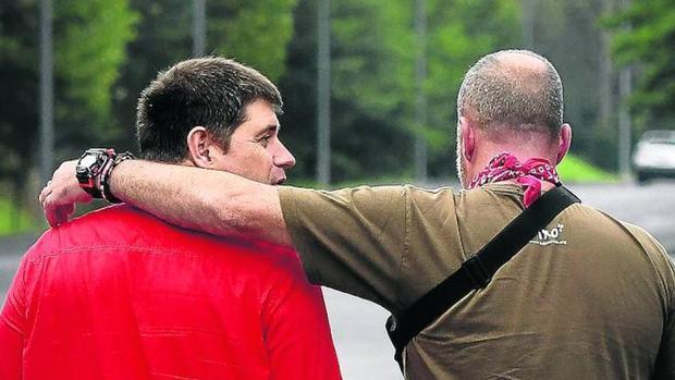 Carmelo y Joseba, dos de los agentes que resultaron heridos en el atentado de Ondarroa, siguen en activo en la Ertzaintza