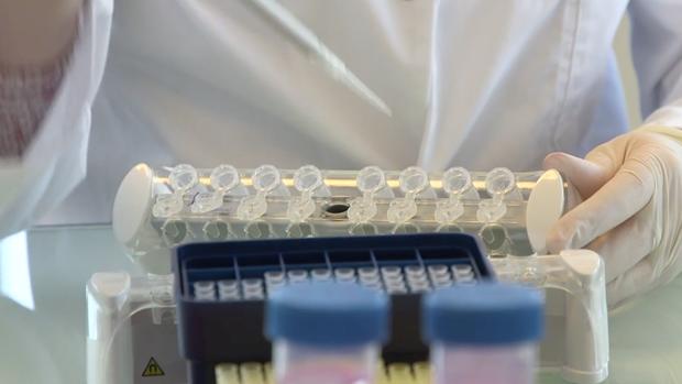 Personal de OncoDNA, en sus laboratorios