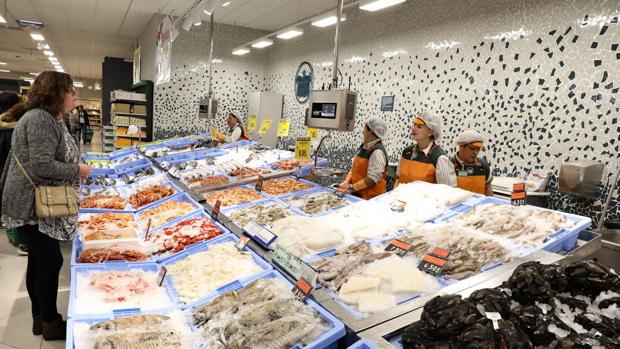 Imagen de la sección de pescadería de un supermercado de Mercadona en Sagunto