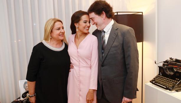 Imagen de Marina Civera junto a sus padres