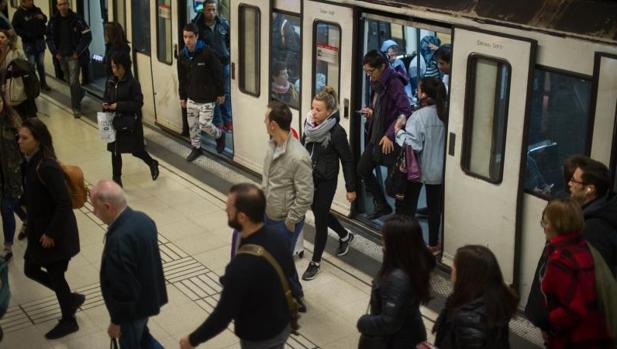 Imagen de archivo de un Metro de Barcelona