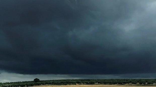 La unión de dos borrascas está engendrando el primer gran temporal de lluvias en el área mediterránea