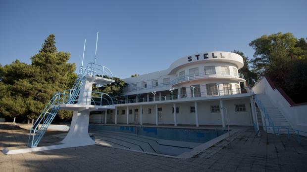 Aspecto actual de la piscina Stella, ubicada en el número 231 de Arturo Soria