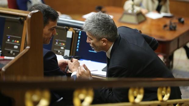 Pedro Sánchez y Fernando Grande-Marlaska en el Congreso de los Diputados