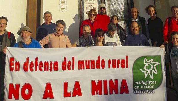 Marcha senderista en contra de la mina en Fontanarejo