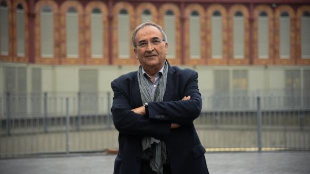 Joan Ferran, vecino de Sant Antoni, fotografiado frente al mercado