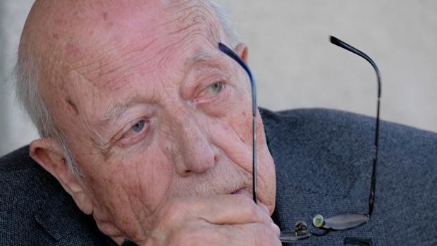 El escritor abulense, afincado en Alcazarén (Valladolid), José Jiménez Lozano