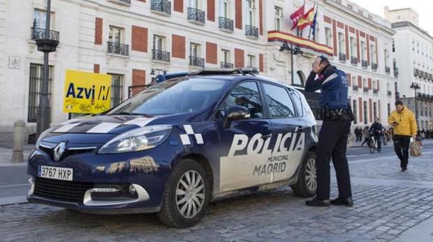 Una patrulla de la Policía Municipal, este lunes, en la Puerta del Sol