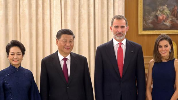 El Rey Felipe y la Reina Leticia con el presidente de China, Xi Jinping y su mujer Peng Liyuan