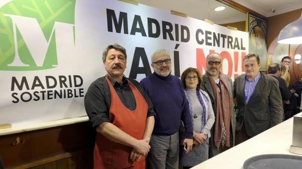 Miembros de la plataforma de afectados por Madrid Central, que pertenecen a distintos sectores