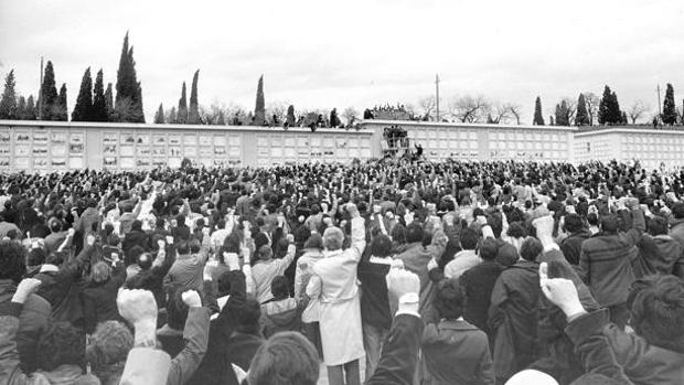 Imagen del entierro de los jóvenes asesinados en Atocha en 1977