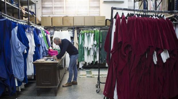 Los trajes de la cabalgata clasificados en el taller de Cornejo, en San Blas