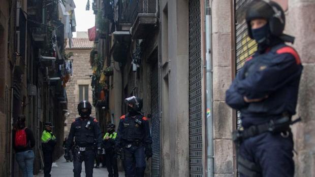 Despliegue policial de los Mossos en el centro de Barcelona