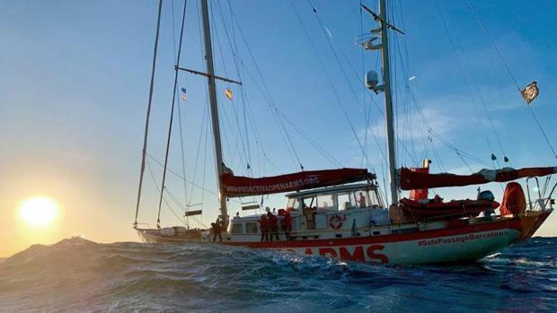 El buque Open Arms durante su travesía por el Mediterráneo rumbo a Algeciras