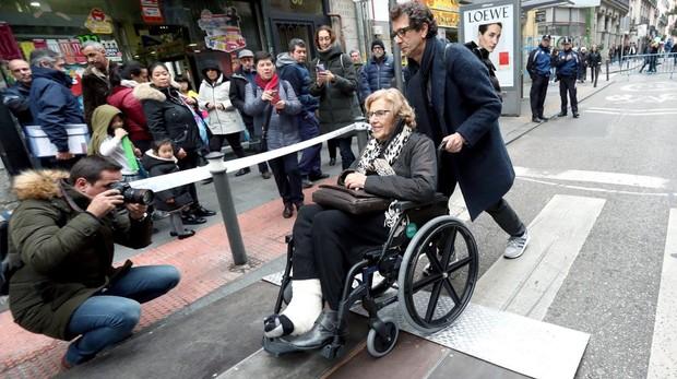 carmena en.silla de ruedas