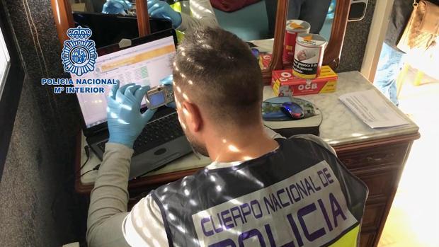Agentes de la Policía Nacional detienen a un hombre en Valladolid con más de 40.600 archivos de carácter pedófilo de extrema dureza