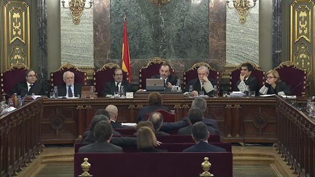 Tribunal y acusados escuchan la declaración de Dolors Bassa, el pasado miércoles, en el Tribunal Supremo