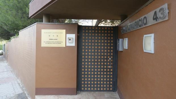 Entrada de la embajada coreana en Madrid