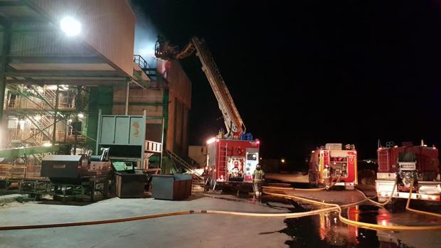 Hasta el lugar acudieron dotaciones de tres parques de bomberos de la provincia