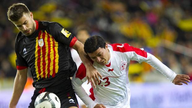 Gerard Piqué durante un partido de Catalunya contra Túnez