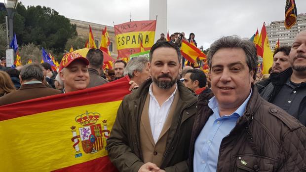 Imagen de Santiago Abascal junto a José María Llanos