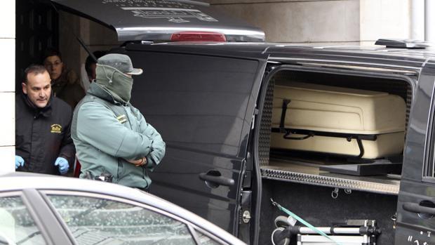 Imagen de archivo del traslado de los cadáveres