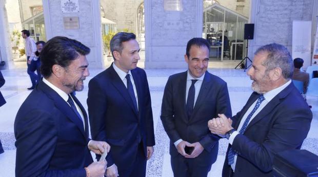 El alcalde y el presidente de la Diputación (izda) durante la jornada en Casa Mediterráneo