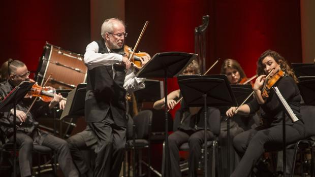 Gidon Kremer, que será uno de los homenajeados en la SMRC, en una de sus actuaciones