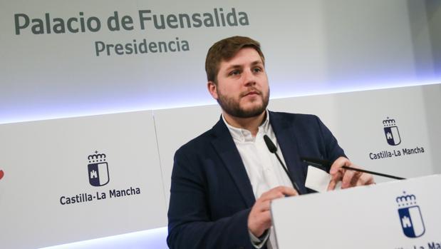 El portavoz del Gobierno de Castilla-La Mancha, Nacho Hernando, en rueda de prensa