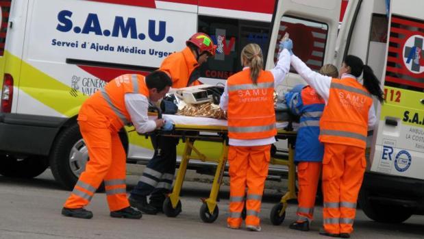 Personal del SAMU en un ejercicio práctico de emergencias
