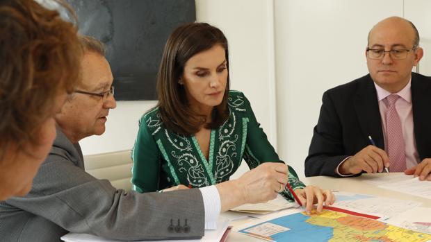Doña Letizia prepara el viaje de Cooperación a Mozambique con el secretario de Estado de Cooperación Internacional, Juan Pablo de Laiglesia, y el jefe de su Secretaría, José Manuel Zuleta