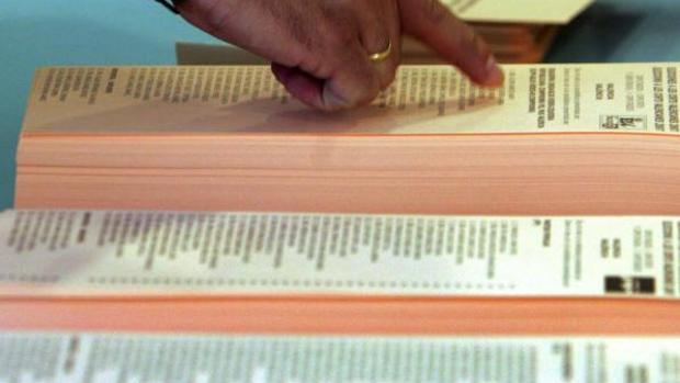 Papeletas de candidaturas a las elecciones autonómicas en la Comunidad Valenciana, en un colegio electoral