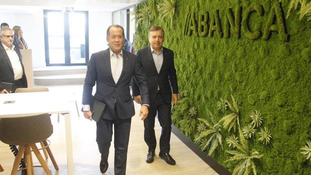 Escotet y Botas ayer en la presentación de la remodelada sede central de Abanca