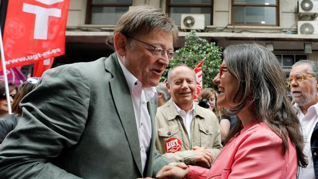 Ximo Puig y Mónica Oltra, durante la manifestación del 1 de mayo, el primer encuentro público entre ambos tras las elecciones