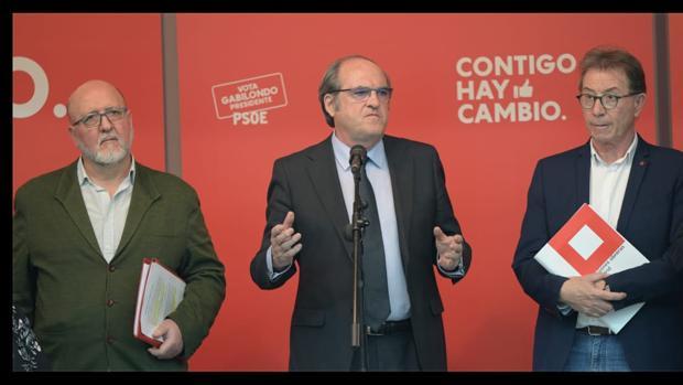 Ángel Gabilondo, con los secretarios generales de UGT-Madrid (izq.) y CC.OO. Madrid