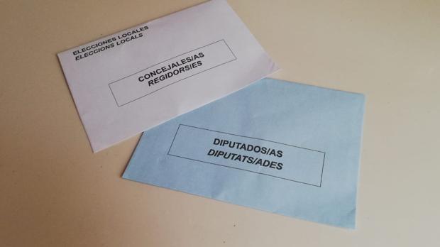 Imagen de los sobres para votar en las elecciones municipales y europeas en Valencia el próximo 26 de mayo