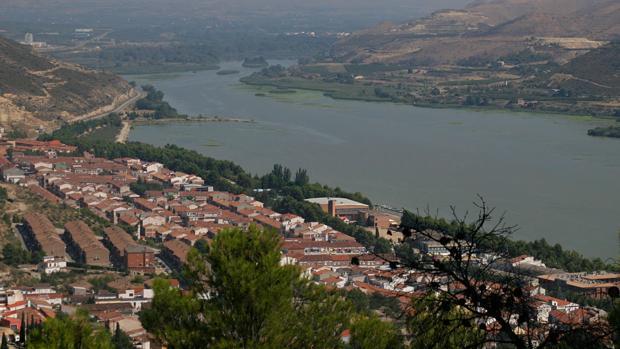 En Mequinenza (Zaragoza), dos empresas invertirán más de 15 millones de euros en un cámping de lujo y una fábrica de prefabricados de hormigón