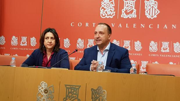 Rosa Pérez y Rubén Martínez Dalmau, en las Cortes Valencianas