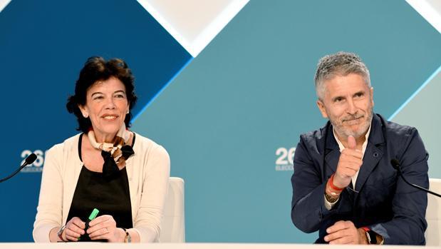 Isabel Celaá y Fernando Grande-Marlaska en el centro de recepción de datos del 26-M