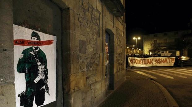 Propaganda de la izquierda abertzale contra la Guardia Civil en Alsasua (Navarra)