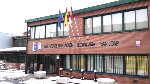 Imagen del acceso al IES San José, en Cuenca