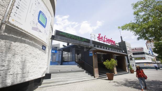 «La Esquina» del estadio Santiago Bernabéu, ya vallada para por los operarios