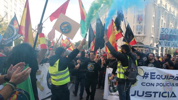 Concentración de policías y guardia civil por la equiparación salarial organizada por Jusapol