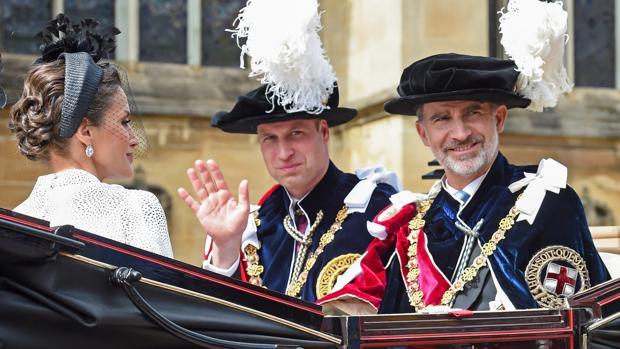 Los reyes Felipe VI y Letizia, junto al príncipe Guillermo de Inglaterra, durante el «Garter Day»