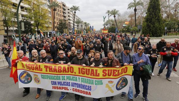 Manifestación por la equiparación salarial de Jusapol en Córdoba